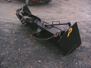 Lame pour bulldozer avec flancs de lames démontables.